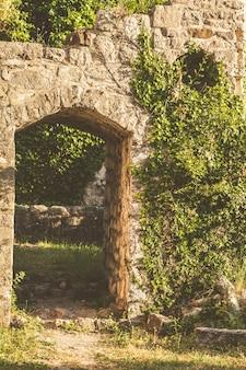 Die ruinen der alten stadtstange in montenegro