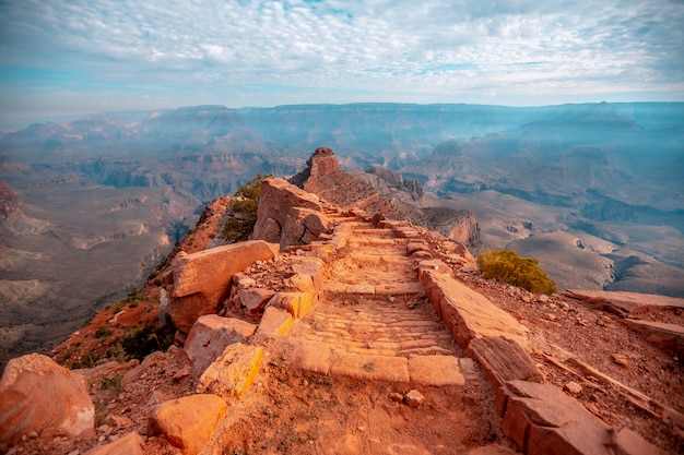 Die schöne abfahrt des south kaibab trailhead. grand canyon, arizona