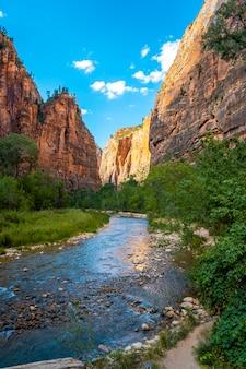 Die schöne aussicht auf den zion national park canyon