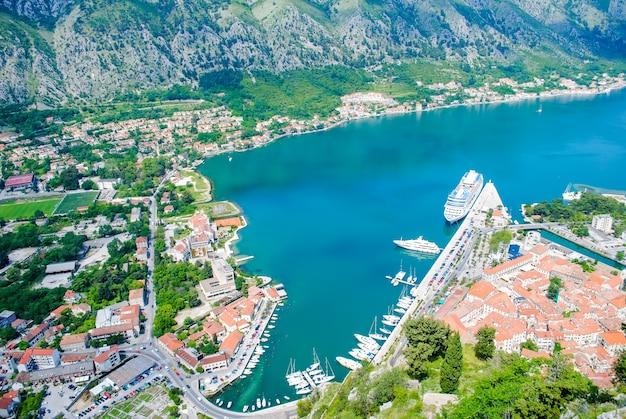 Die schöne bucht von kotor in montenegro.