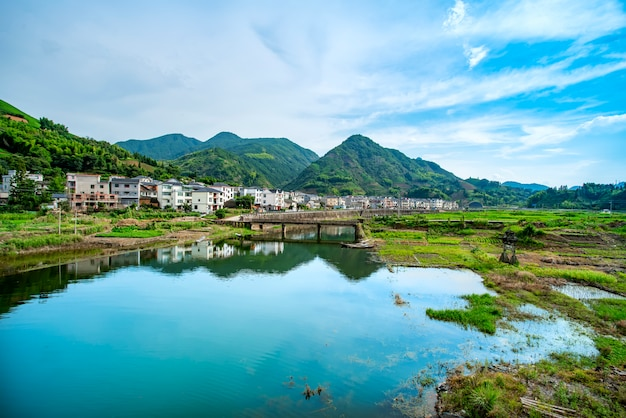 Die schöne landschaft des qiandao sees in hangzhou