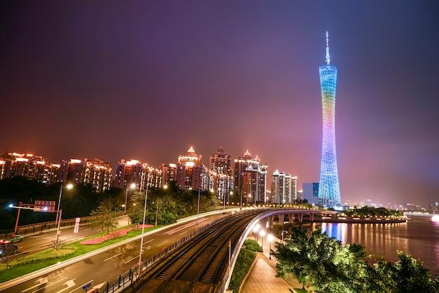 Die schöne stadtnachtszene und die skyline der landschaft in guangzhou