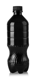 Die schwarze plastikflasche für wasser isoliert auf weiß