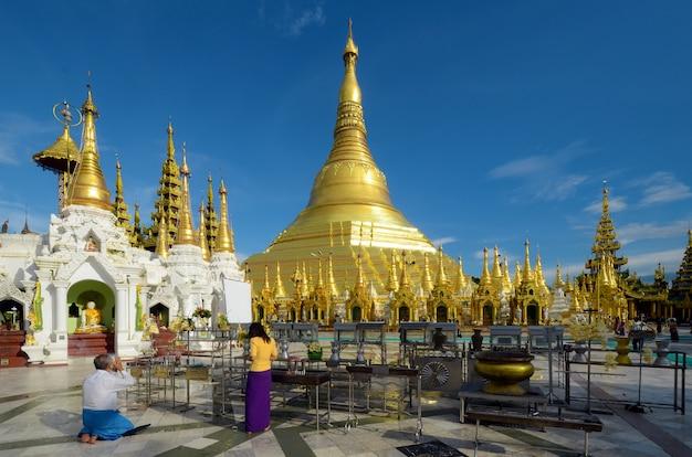 Die shwedagon-pagode.