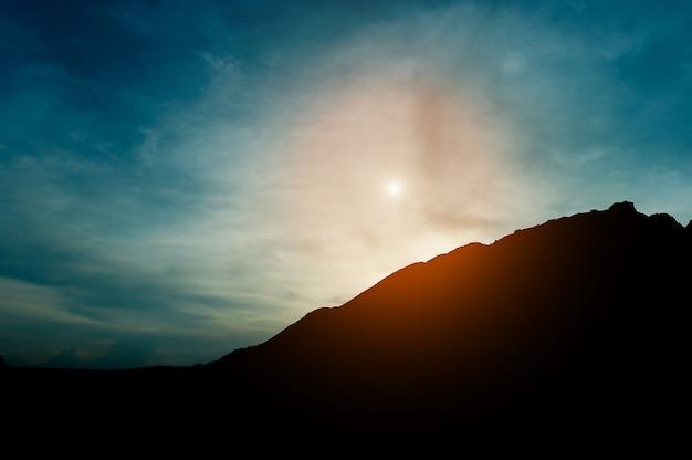 Die silhouette des berges, teamführung