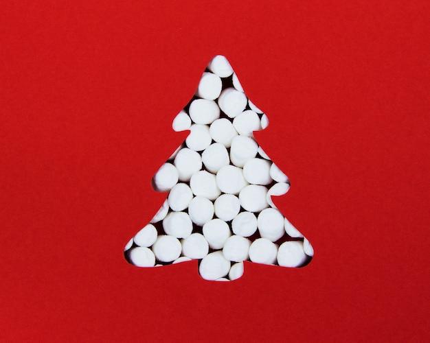 Die silhouette eines weihnachtsbaumes aus marshmallows die ansicht vom oberen kreativen weihnachtsarrangement