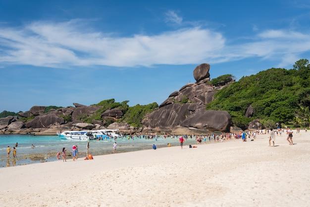 Die simlan insel ein berühmter landschaftsstrand bei phangnga thailand