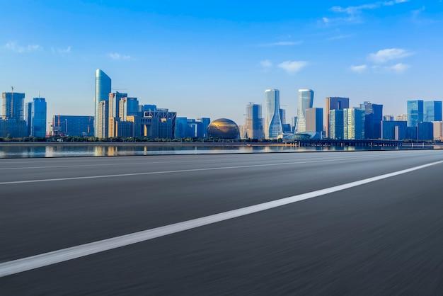 Die skyline der stadtskyline von hangzhou expressway