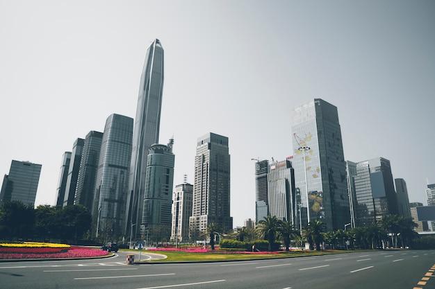 Die skyline der stadtstraße und der architekturlandschaft in shenzhen