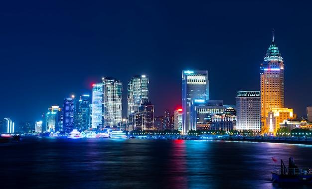 Die skyline der städtischen architekturlandschaft in der promenade, shanghai