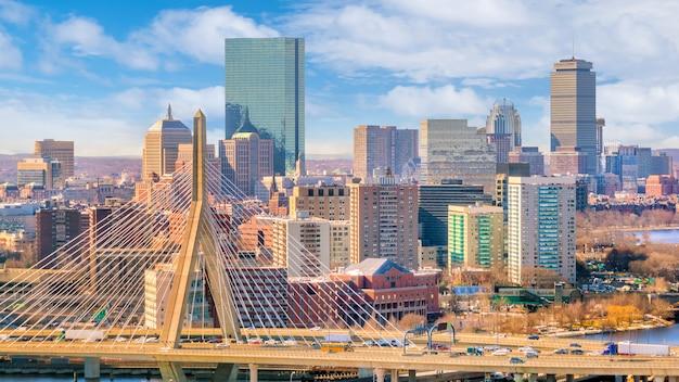Die skyline von boston in massachusetts, usa an einem sonnigen tag