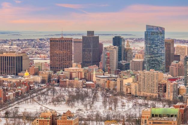 Die skyline von boston in massachusetts, usa bei sonnenuntergang