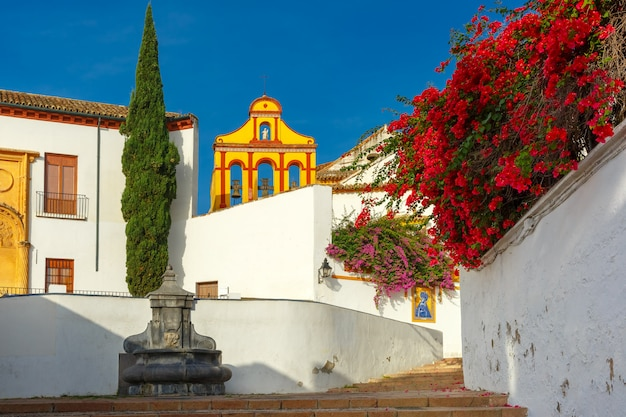 Die sonnige straße in cordoba, spanien