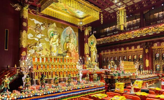 Die statue von buddha im chinesischen buddha tooth relic temple
