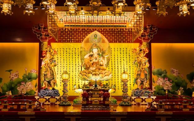 Die statue von buddha im chinesischen buddha-zahn-relikt-tempel