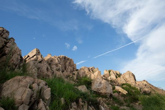 Die steile spitze des fushan-berges in qingdao