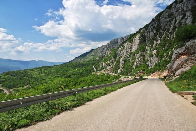 Die straße in bergen von montenegro