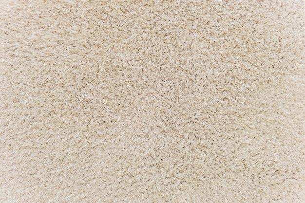 Die textur der alten schmutzigen fußmatte mit kleinen kieselsteinen.