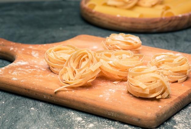 Die trockenen italienischen nudeln