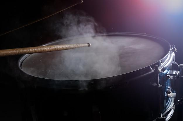 Die trommel klebt und die kleine trommel