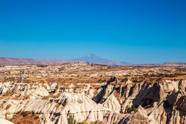 Die überirdische landschaft kappadokiens.