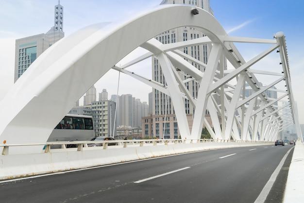 Die wahrzeichenbrücke in tianjin, china - fortschrittsbrücke