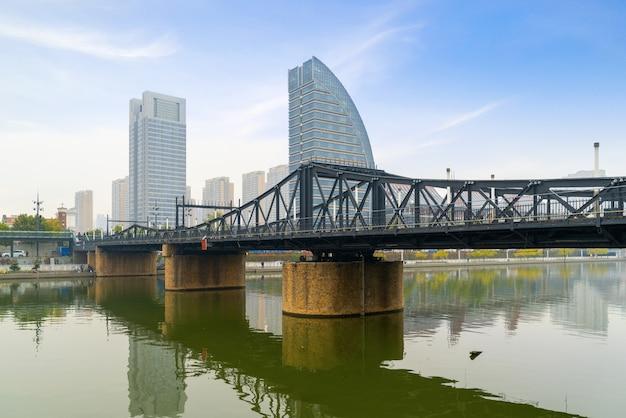 Die wahrzeichenbrücke in tianjin, china - jiefang-brücke
