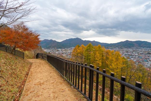 Die weise an chureito-pagode fujiyoshida yamanashi in japan, stadtansicht.