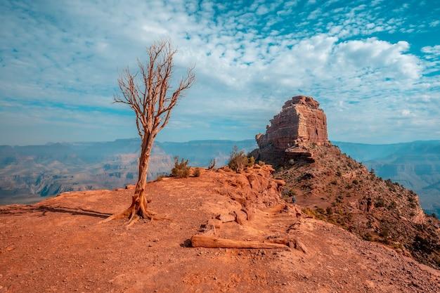 Die wunderschöne kulisse beim abstieg des south kaibab trailhead. grand canyon, arizona