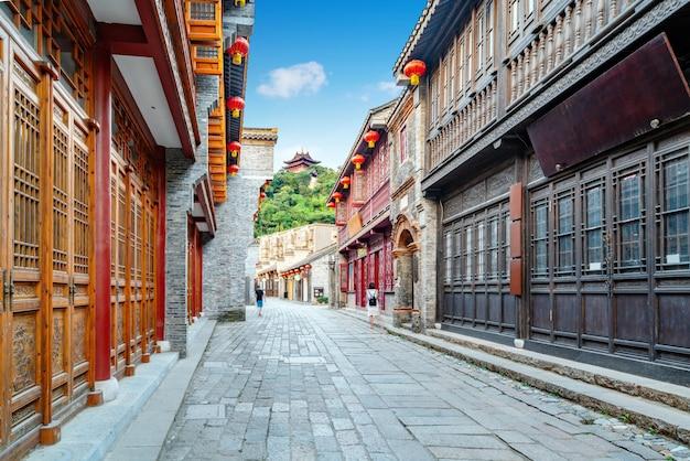 Die xijindu ancient street ist eine gut erhaltene alte geschäftsstraße in zhenjiang, china.