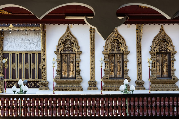 Dies ist das bild von wat saen muang ma luang (wat hua khuang), buddhistischer tempel in chiang mai, thailand