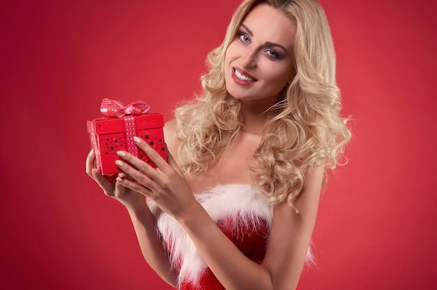 Dies ist weihnachtsgeschenk von weiblichen weihnachtsmann
