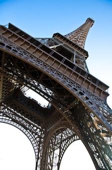 Dieses universelle wahrzeichen von paris lässt sich auch anhand von details erkennen