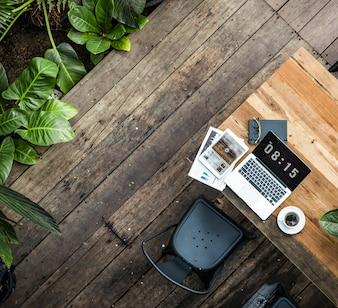 Digital-Laptop, der globales Geschäfts-Konzept bearbeitet