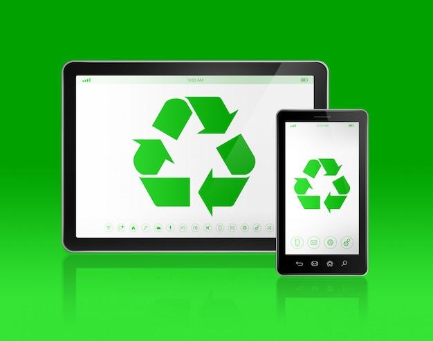 Digital tablet pc mit einem recycling-symbol auf dem bildschirm. ökologisches konzept