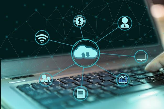 Digitale cloud-symbole verbinden sich mit anderen, die eine globale vernetzung für geschäfts- und technologieideen darstellen.