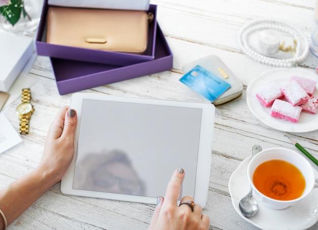 Digitale tablette für das design des weltraummodells