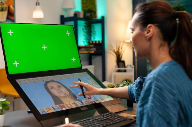 Digitaler editor mit greenscreen und retuschiersoftware