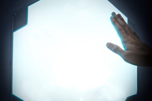 Digitaler remix mit leuchtendem bildschirm mit fortschrittlicher technologie