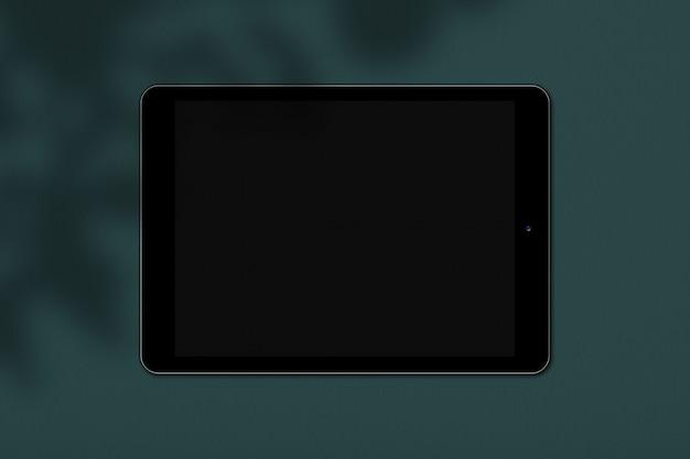 Digitales elektronisches gerät mit bildschirm für ihren text oder werbung lokalisiert über grünem hintergrund. generisches touchpad
