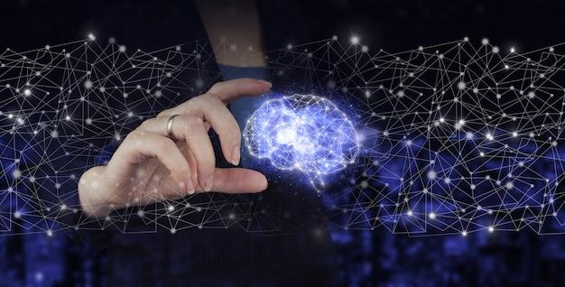 Digitales gehirn künstliche intelligenz. hand halten digitales hologramm gehirnzeichen auf dunklem, unscharfen hintergrund der stadt. künstliche intelligenz ki.