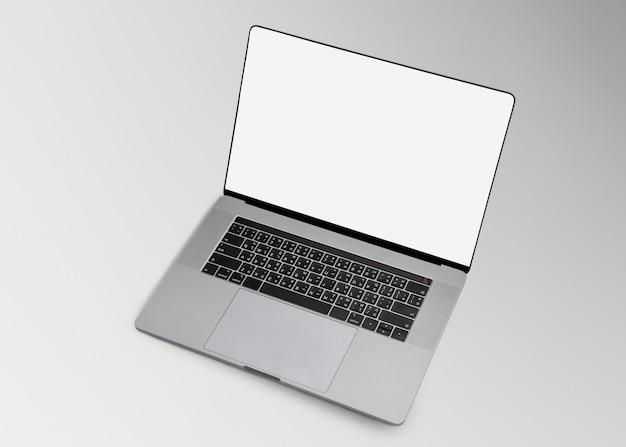 Digitales gerät mit leerem bildschirm des laptops