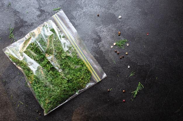 Dill, frische grüne kräuterbündelzubereitung zum einfrieren der portionsgröße