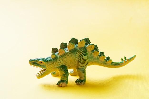 Dinosaurier. plastikspielzeug aus gummi.
