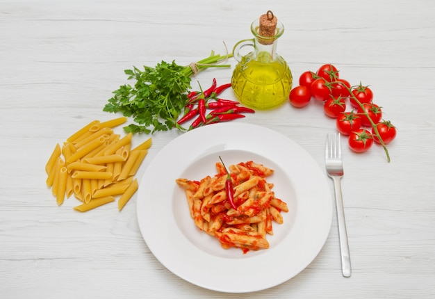 Dish mit penne und arrabbiata-sauce