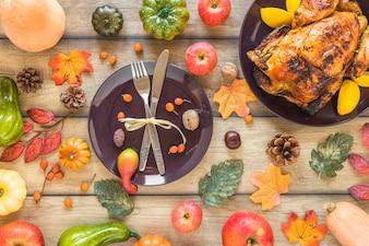 Dish zwischen Gemüse und gebackenem Huhn
