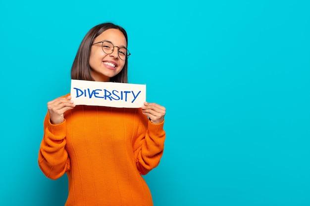 Diversity-konzept der jungen lateinischen frau