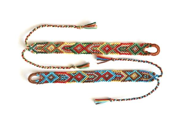 Diy freundschaftsbänder mit indischem muster