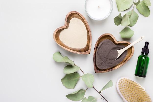 Diy-kosmetik- und spa-konzept. natürliche inhaltsstoffe ton, eukalyptus und kollagen zur herstellung von schönheitskosmetikprodukten.