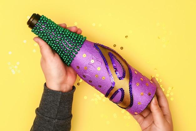 Diy mardi gras flasche lila haftpapier